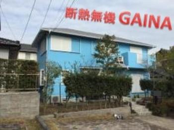 外壁も屋根も断熱ガイナにて塗装!爽やかなスカイブルー色が新築時を思い起こします☆