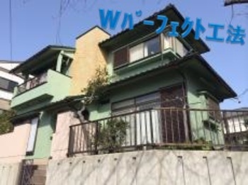 綿密で頑固な塗膜となるWパーフェクト工法にて施工!屋根瓦との配色もバッチリです☆