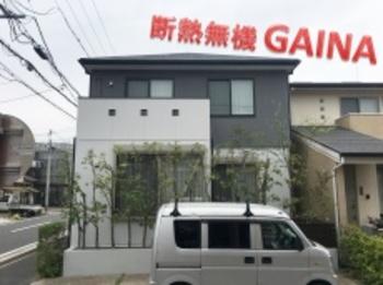 外壁屋根をガイナで塗装して、断熱ハウスのウッドフレンズに!モノトーンの配色は鉄板ですね☆